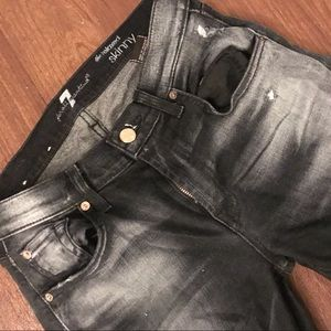 Like new! 7fam relaxed skinnies in black
